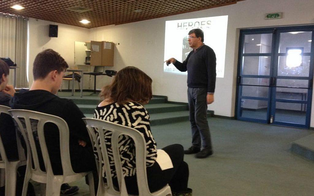 Antony Lishak gives an interactive presentation on his new book 'Stars' at Jerusalem's Hebrew University High School on December 10, 2014. (Amanda Borschel-Dan/The Times of Israel)