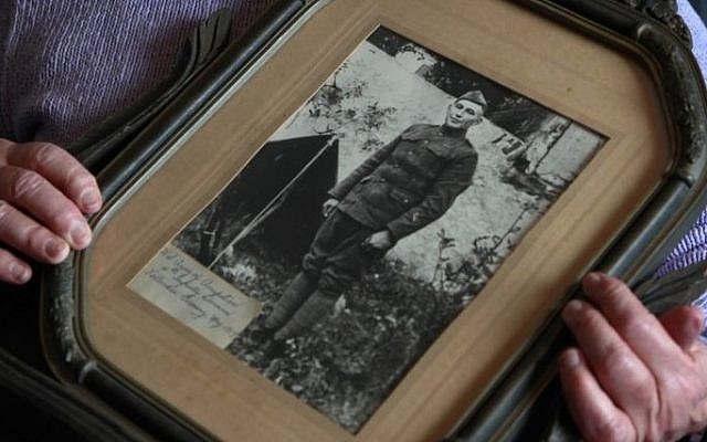 Elsie Shemin-Roth holds a World War I photo of her father, William Shemin, at her home in Labadie, Missouri, January 5, 2012. (photo credit: AP/Jeff Roberson, File)