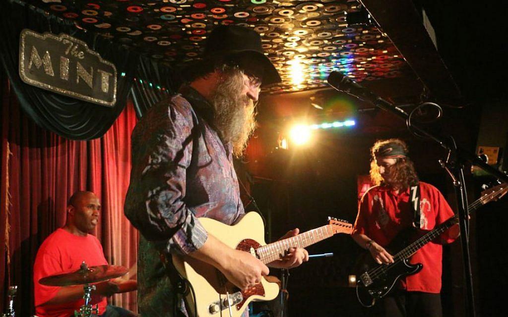 Lazer Lloyd performs at The Mint, Los Angeles, November 24, 2014. (photo credit: Yocheved Seidman/JTA)