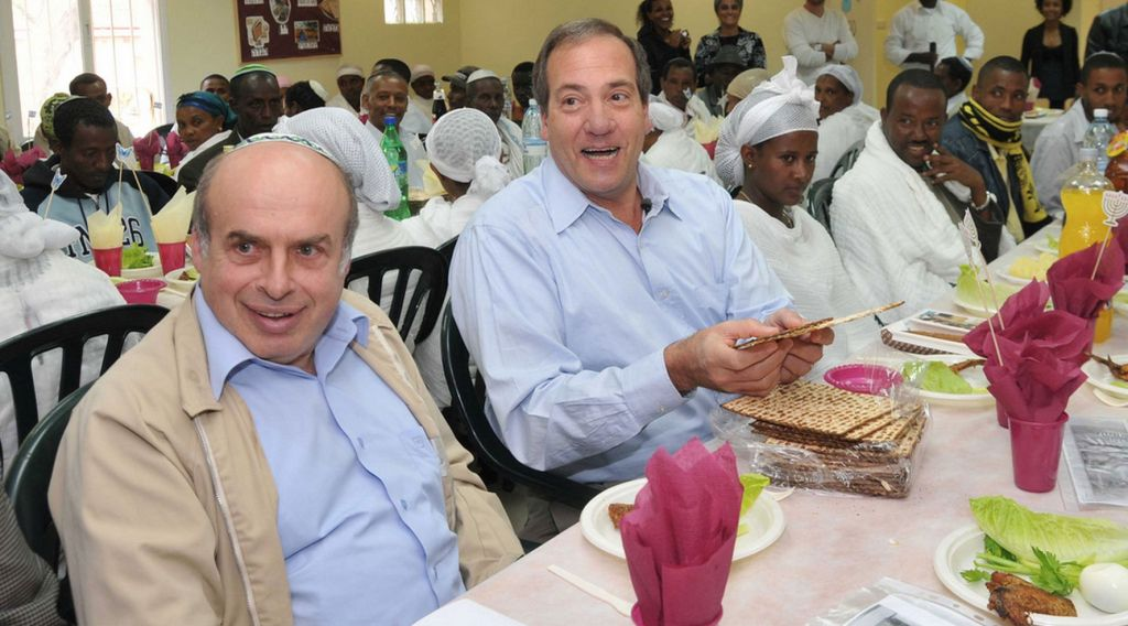 Jewish Agency head Natan Sharansky and Fellowship founder Rabbi Yechiel Eckstein at March 25, 2010 Passover seder with 200 new immigrants from Ethiopia at the Jewish Agency Absorption Center in Mevasseret Zion. (courtesy)