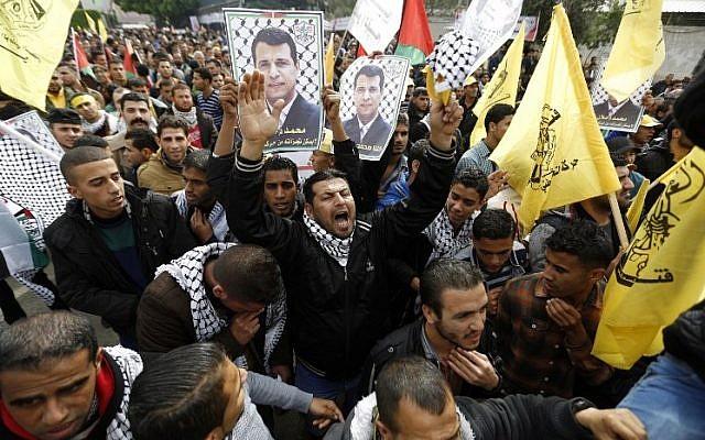 Palestinian supporters of dismissed senior Fatah leader Mohammed Dahlan shout slogans during a protest in Gaza City on December 18, 2014. (AFP/Mohammed Abed)