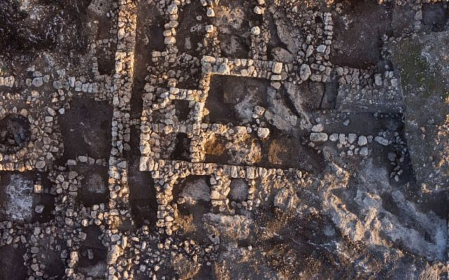 An aerial photograph of the farm house near Rosh Ha'ayin, 2014. (photo credit: Skyview Company, courtesy of the Israel Antiquities Authority)
