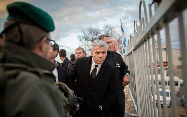 Finance Minister Yair Lapid with Border Police on a November 23, 2014 tour of Meir Nakar Street, where Jabel Mukaber and Armon Hanatziv meet (photo credit: Yonantan Sindel/ Flash 90)