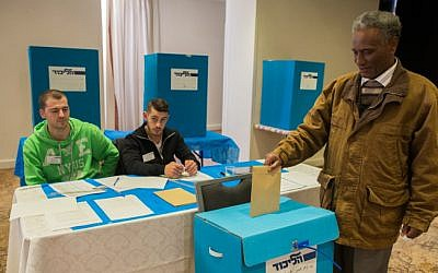 A Likud Central Committee member casts his vote in Jerusalem on December 10, 2014 (photo credit: Yonatan Sindel/Flash90)