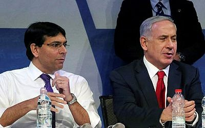 Likud member Danny Danon (left) and Prime Minister Benjamin Netanyahu (right) at the Likud party conference at the Airport City conference center, near Modi'in, on November 9, 2014 (Flash90)