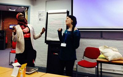 Amina Iro and Hannah Halpern 'spinning' words in a Limmud UK workshop (photo credit: Jessica Steinberg/Times of Israel)