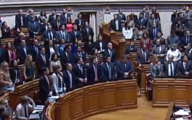 A screenshot of the Portuguese parliament voting in 2013. (screen capture: YouTube)