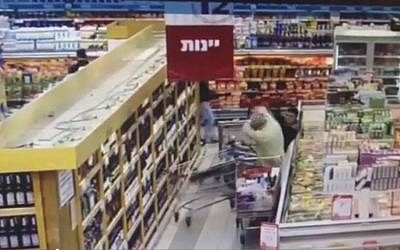 Security camera footage showing a stabbing attack at a Rami Levy supermarket on December 3. 2014. (Screen capture: YouTube)