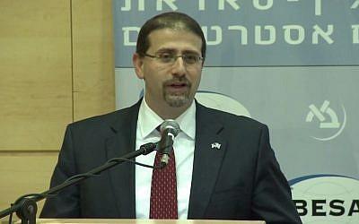 US Ambassador to Israel Dan Shapiro speaks at Bar Ilan University's Besa Center on December 10, 2014 (Besa screenshot)