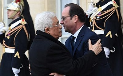 """French President Francois Hollande welcomes Palestinian Authority President Mahmoud Abbas at the Elysee Palace before attending a unity rally """"Marche Republicaine"""" on January 11, 2015 in Paris in tribute to the 17 victims of a three-day killing spree by homegrown Islamists. (AFP/ Dominique Faget)"""