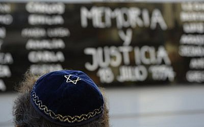 A Jewish man rallies  in front of the headquarters of the AMIA (Argentine Israelite Mutual Association), in Buenos Aires on January 21, 2015. (photo credit: AFP PHOTO / Alejandro PAGNI)