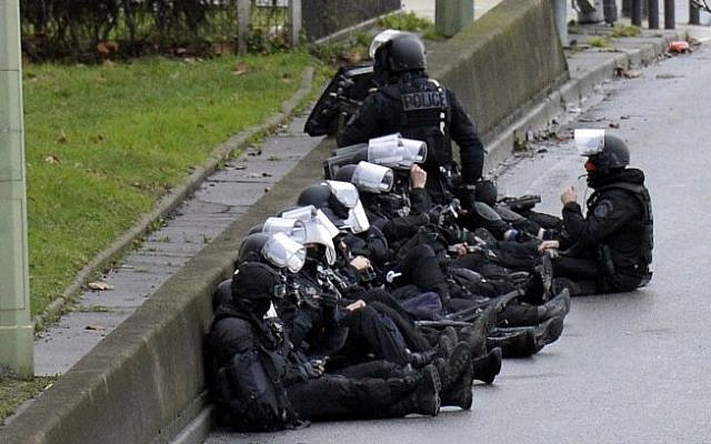 A photo taken on January 9, 2015 shows members of the French police forces taking position by the kosher grocery store in Saint-Mande, near Porte de Vincennes, in eastern Paris. (Photo credit: AFP/ ERIC FEFERBERG)