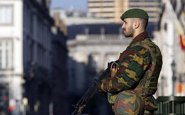 A Belgian soldier stands guard outside the US Embassy in Brussels on January 17, 2015, shortly after Belgian police broke up an IS cell that officials said had planned attacks in the country. (Nicolas Maeterlinck/Belga/AFP)