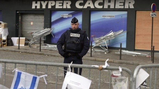 A policeman stands guard on January 21, 2015 in front the Hyper Cacher kosher supermarket where jihadist gunman Amedy Coulibaly killed four Jewish men on January 9, 2015 in Paris. (AFP/Eric Feferberg)