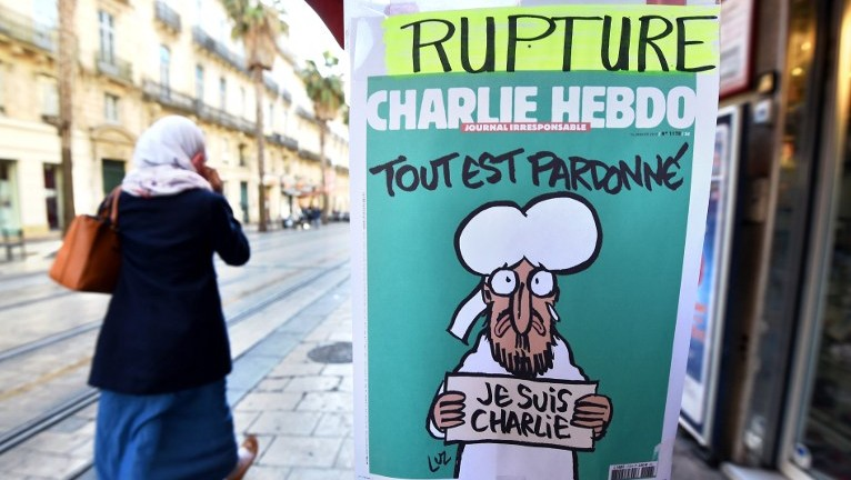 A sign that translates as 'Charlie Hebdo - Sold Out' at a newsstand in Montpellier, France on January 14, 2015 (photo credit: AFP/PASCAL GUYOT)