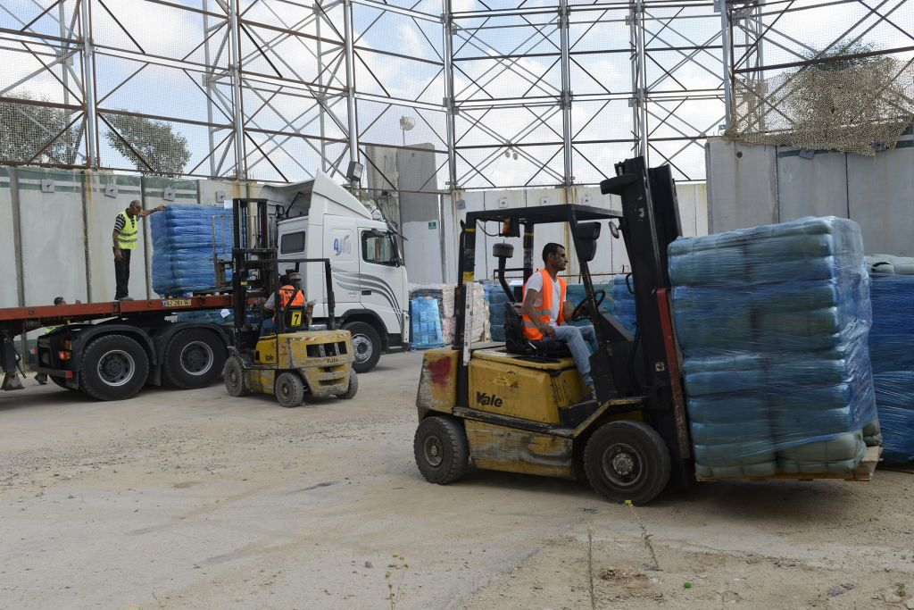 Goods and medical supplies being transferred to the Gaza Strip through the Kerem Shalom Crossing, July 19, 2014. (IDF Spokesperson)