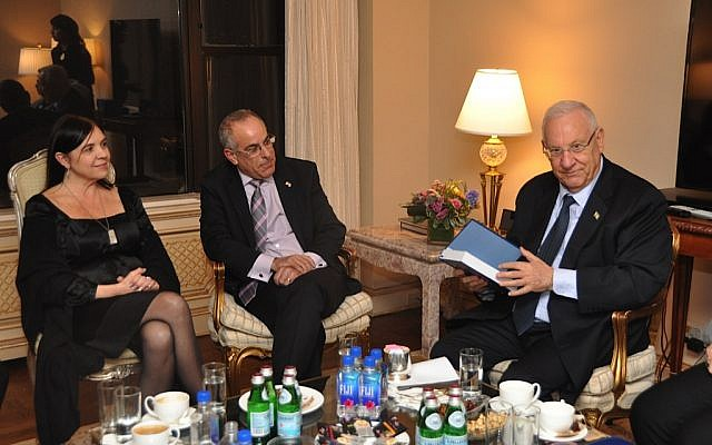 President Reuven Rivlin (right) meets with the parents of slain IDF lone soldiers in New York, January 2015. (photo credit: President's Spokesperson)