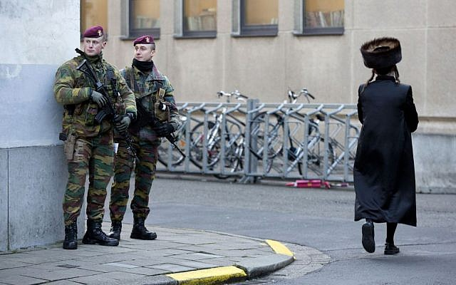 Belgian para-commandos patrol near a synagogue in the center of Antwerp, Belgium, on Saturday, Jan. 17, 2015. (photo credit: AP/Virginia Mayo)