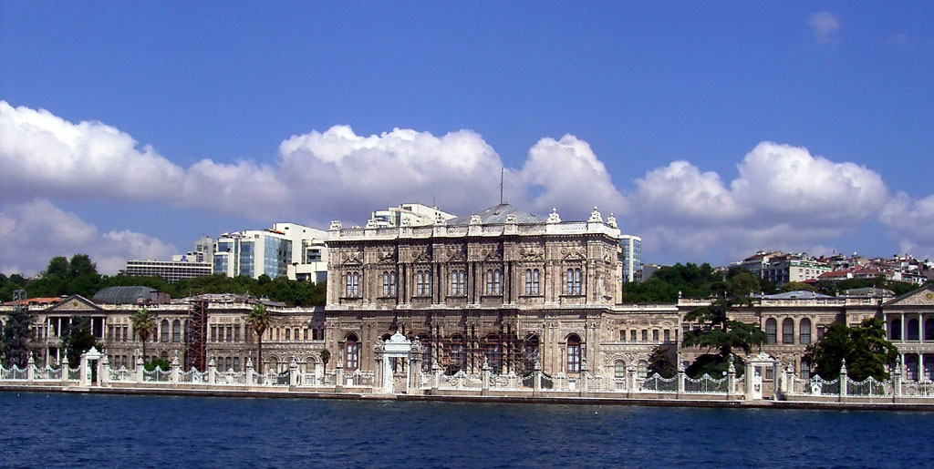 Istanbul's Dolmabahce Palace (photo credit: Wikimedia Commons, Gryffindor)