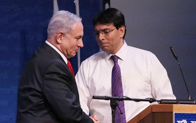 Danny Danon (right) and Prime Minister Benjamin Netanyahu at a Likud party conference, November 9, 2014 (Flash90)