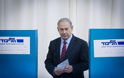 Prime Minister Benjamin Netanyahu casts his vote in the Likud primaries on December 31, 2014. (photo credit: Miriam Alster/Flash90)