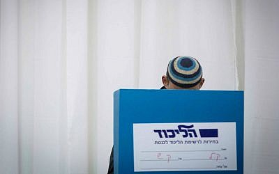A Likud member cast shis vote in Jerusalem in the party's primary elections, December 31, 2014. (Miriam Alster/Flash90)