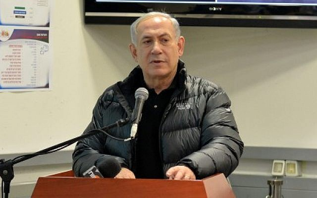 Prime Minister Benjamin Netanyahu at the Jerusalem City Hall's situation room during a briefing on the snowstorm which hit the capital on January 7, 2015. (photo credit: Kobi Gideon / GPO)