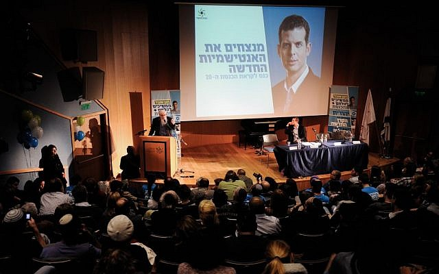 Professor Yisrael Auman, a Nobel Prize laureate, speaks during a Jewish Home election event in Tel Aviv on January 12, 2015. (photo credit: Gili Yaari/Flash90)
