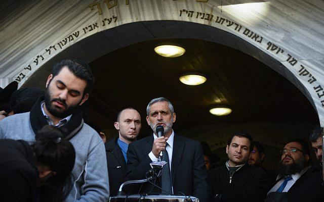 Ha'am Itanu party leader Eli Yishai eulogizes Yoav Hattab on January 13, 2015. (photo credit: Ben Kelmer/Flash90)