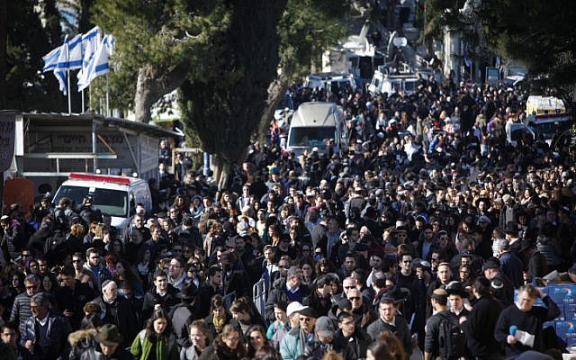 Thousands of people attend the funeral of the four Jewish victims in Jerusalem on January 13, 2015. (photo credit: Yonatan Sindel/Flash90)