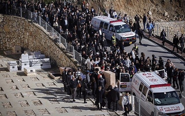 Thousands of people attend the funeral ceremony of the four Jewish victims of the HyperCacher store terror attack in Paris, that was held at the  Har HaMenuchot cemetery in Jerusalem, January 13, 2015. (photo credit: Yonatan Sindel/Flash90)