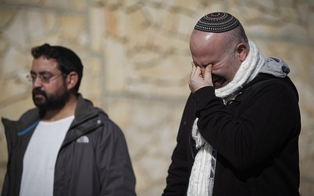 Friends and relatives seen mourning during the funeral ceremony of the four Jewish victims of the HyperCacher store terror attack in Paris, that was held at Har HaMenuchot cemetery in Jerusalem, on January 13, 2015. (photo credit: Yonatan Sindel/Flash90)