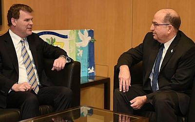 Canada's Foreign Minister John Baird meets with Israeli Minister of Defense Moshe Ya'alon at the Ministry of Defense in Tel Aviv on January 19, 2015. (photo credit: Diana Hananshwili/Ministry of Defense)