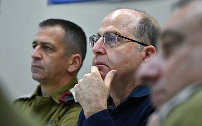 Defense Minister Moshe Ya'alon (R) with Northern Command chief Maj.-Gen. Aviv Kochavi during a visit at the Northern Command on January 23, 2015. (Photo credit: Ariel Hermoni/Ministry of Defense)