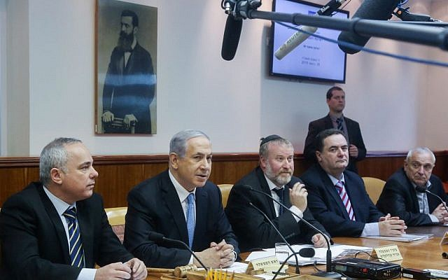 Prime Minister Benjamin Netanyahu leads the weekly cabinet meeting at the Prime Minister's Office in Jerusalem on January 25, 2015. (Photo credit: Marc Israel Sellem/POOL)