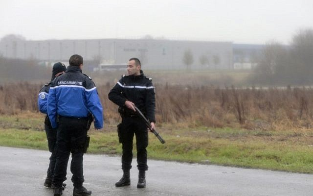 French gendarmes patrol in Dammartin-en-Goele where a hostage-taking was underway after police hunting the Islamist brothers who killed 12 people earlier this week exchanged fire with two men during a car chase, on January 9, 2015. (photo credit:AFP PHOTO / JOEL SAGET)