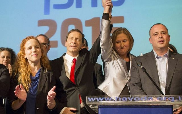 Labor party leader Isaac Herzog and Hatnua leader Tzipi Livni at a Labor party event in Shefayim, January 14, 2015. (photo credit: Yonatan Sindel/Flash90)