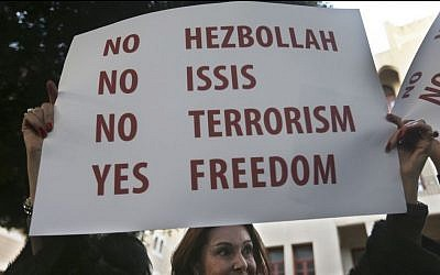 A Lebanese woman holds up a placard as she joins foreign journalists, activists and intellectuals, to show their solidarity with the victims of Paris terror attacks, at a demonstration in Beirut, Lebanon, Sunday, Jan. 11, 2015. (photo credit: AP/Hussein Malla)