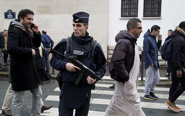 Illustrative: A French police officer stands guard outside the Grand Mosque in Paris, France, as Muslims arrive for Friday prayers, January 9, 2015. (AP/Michel Euler)