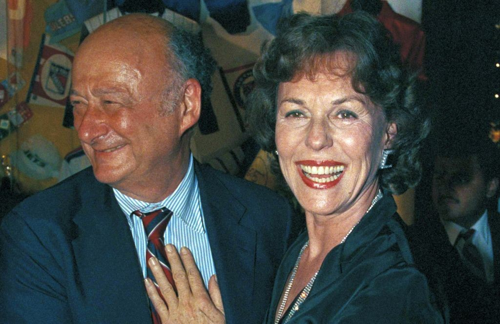 In this May 14, 1985 file photo, New York Mayor Edward Koch, left, poses with former Miss America Bess Myerson in New York. Myerson, the first Jewish Miss America who parlayed her stunning 1945 victory into national celebrity, died Dec. 14, 2014, at her home in Santa Monica, Calif. She was 90. She landed a series of television jobs before her appointment as New York City's chief consumer watchdog in 1969. Myerson helped Koch win the 1977 mayoral race. (photo credit: AP/Carlos Rene Perez)