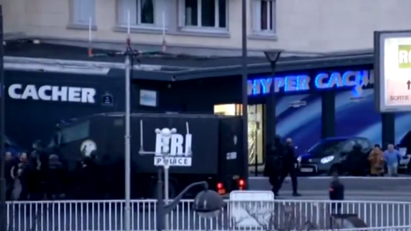 Hostages (bottom right) flee the Hyper Cacher supermarket as French security forces storm the building, January 9, 2014. (YouTube screenshot)