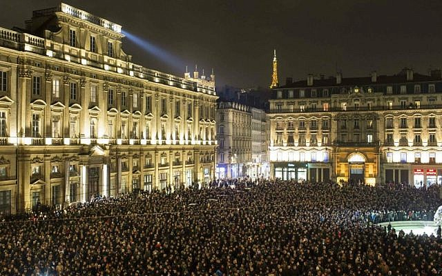A show of solidarity in Lyon, France with the 12 people murdered in Paris (photo credit: Laurent Cipriani)