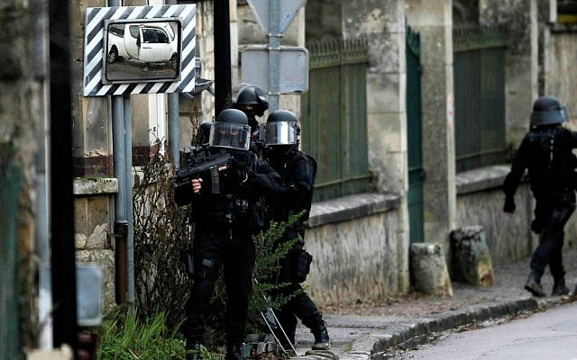 A French SWAT team operating in the Long Port suburb of Paris one day after the terror attack at the office of Charlie Hebdo (photo credit: AP Photo: Bob Edme)
