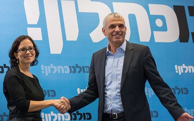 Leader of the Kulanu political party Moshe Kahlon (R) and Rachel Azaria hold a joint press conference in Jerusalem on January 6, 2015. (photo credit: Ben Kelmer/Flash90)