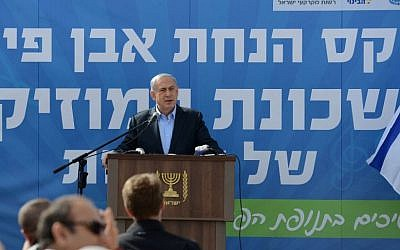 Prime Minister Benjamin Netanyahu addresses tensions along Lebanon border during a cornerstone laying ceremony for a new neighborhood in the southern Israeli town of Sderot on January 28, 2015. (Photo credit: Kobi Gideon / GPO)