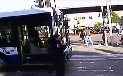 The Tel Aviv bus where a stabbing attack occurred on January 21, 2015. (Screen capture: Channel 2)