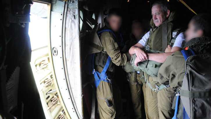 Lt. Gen. Benny Gantz, the IDF's chief commander, at the door of a plane during a November 8, 2012 Paratroopers Brigade drill (photo credit: IDF Spokesperson's Unit/ Flash 90)