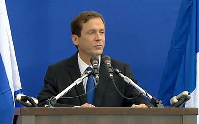 Opposition head MK Isaac Herzog addresses the crowd at the funeral for four French Jews killed in an attack at a kosher supermarket in Paris, on Tuesday, January 13, 2015 (screen capture)