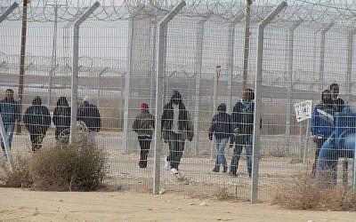 Detainees at Holot detention center, January 17, 2015. (Nehama Shimnovic/File)