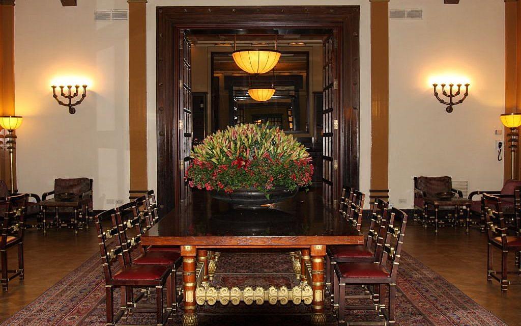 Reading room at the King David Hotel (photo credit: Shmuel Bar-Am)